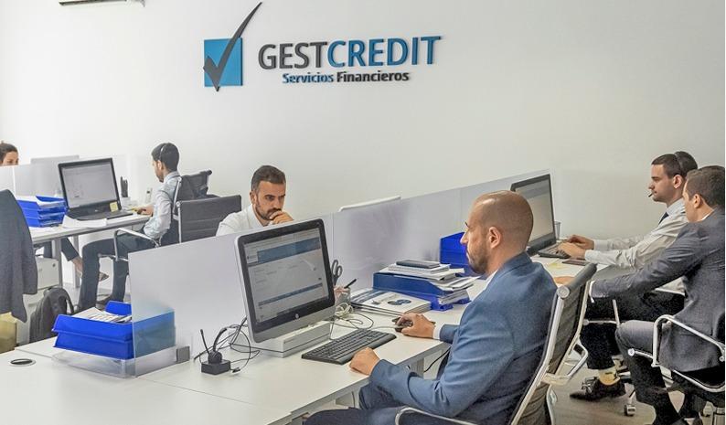 asesores hipotecarios de Gestcredit que analizan el Euribor 2020